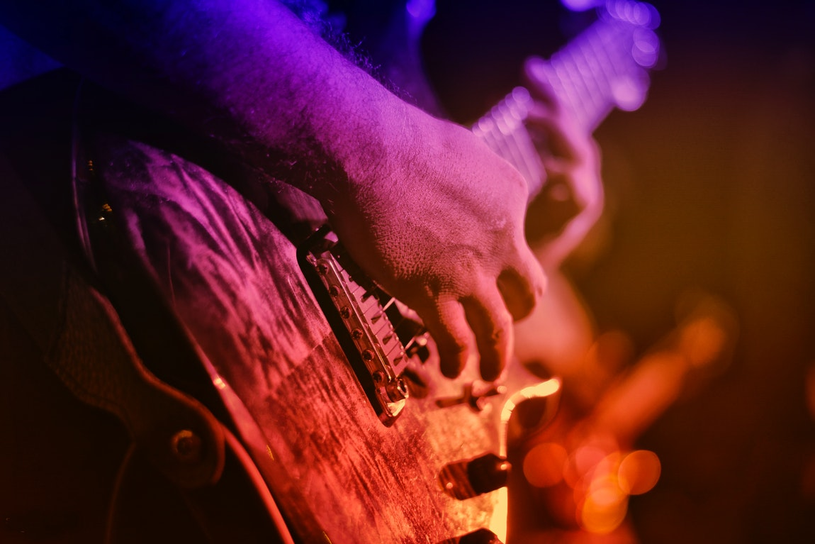 How To Develop The Right Technique In Playing The Guitar