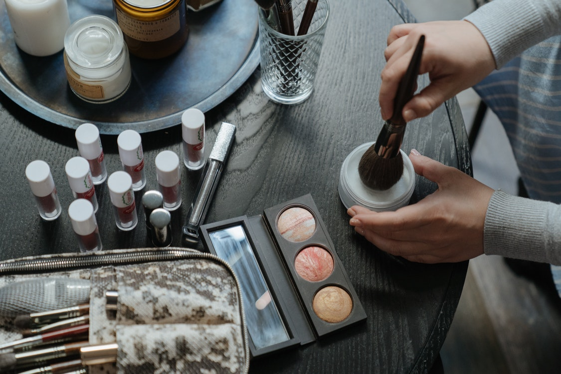 The Advantages of Taking Online Courses on Cosmetology Today
